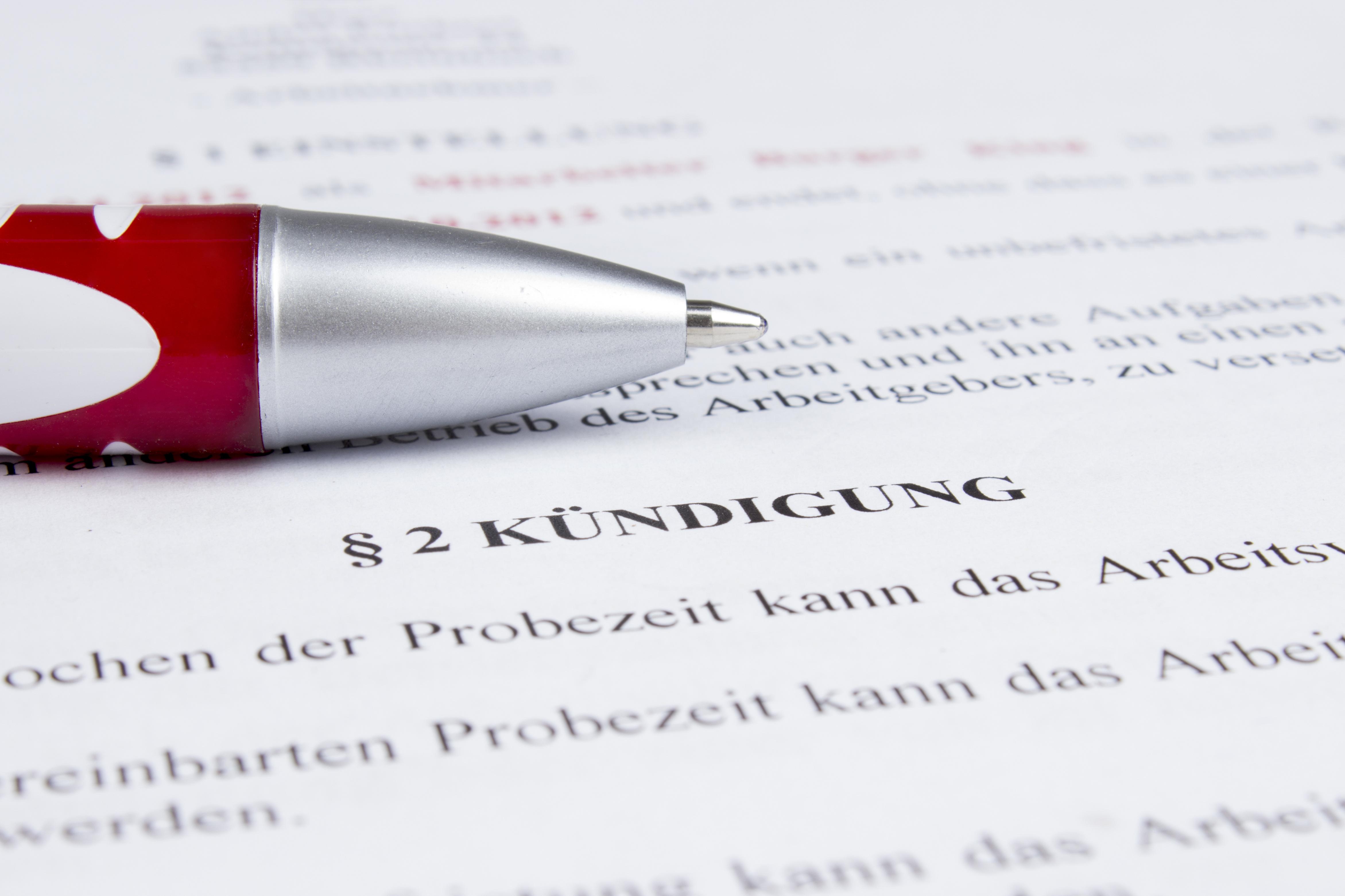 Paragraf zur Kündigung im Arbeitsvertrag